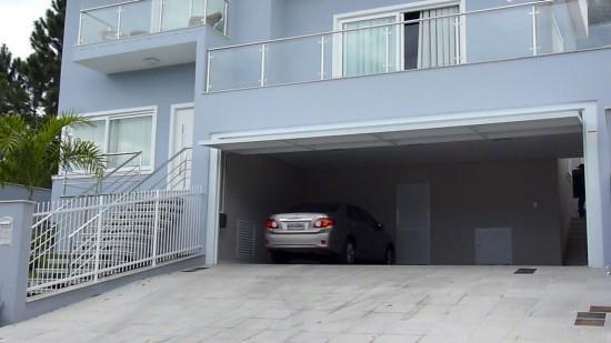 Basculante MagicDoor vence vão de 9m de garagem.
