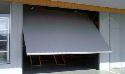 Portão Chapa Frisada - Galvanizado - Porta basculante - chapa frisada