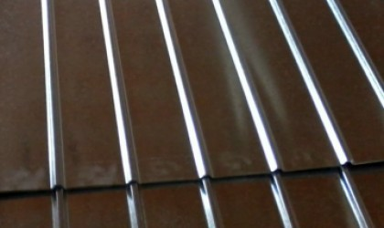 Portão Chapa Frisada - Galvanizado - detalhe chapa frisada galvanizada
